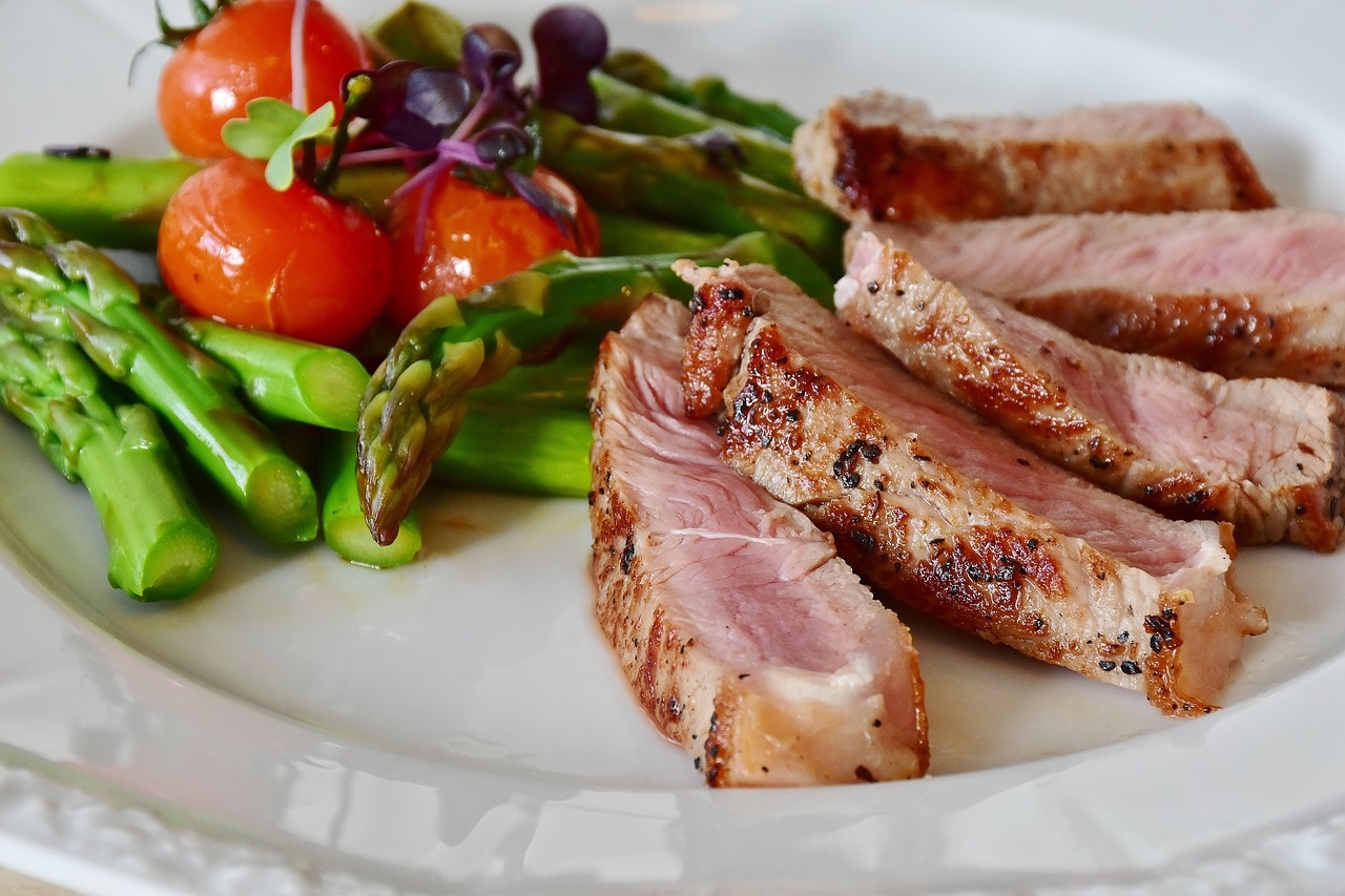 asparagus with meat